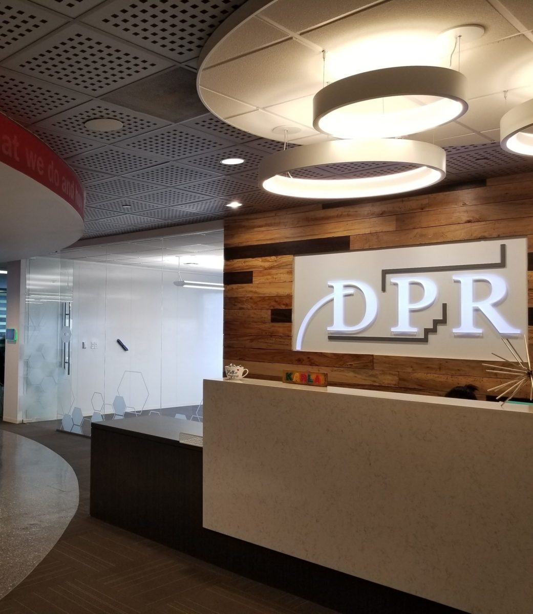 Lobby desk and sign at DPR Houston office.